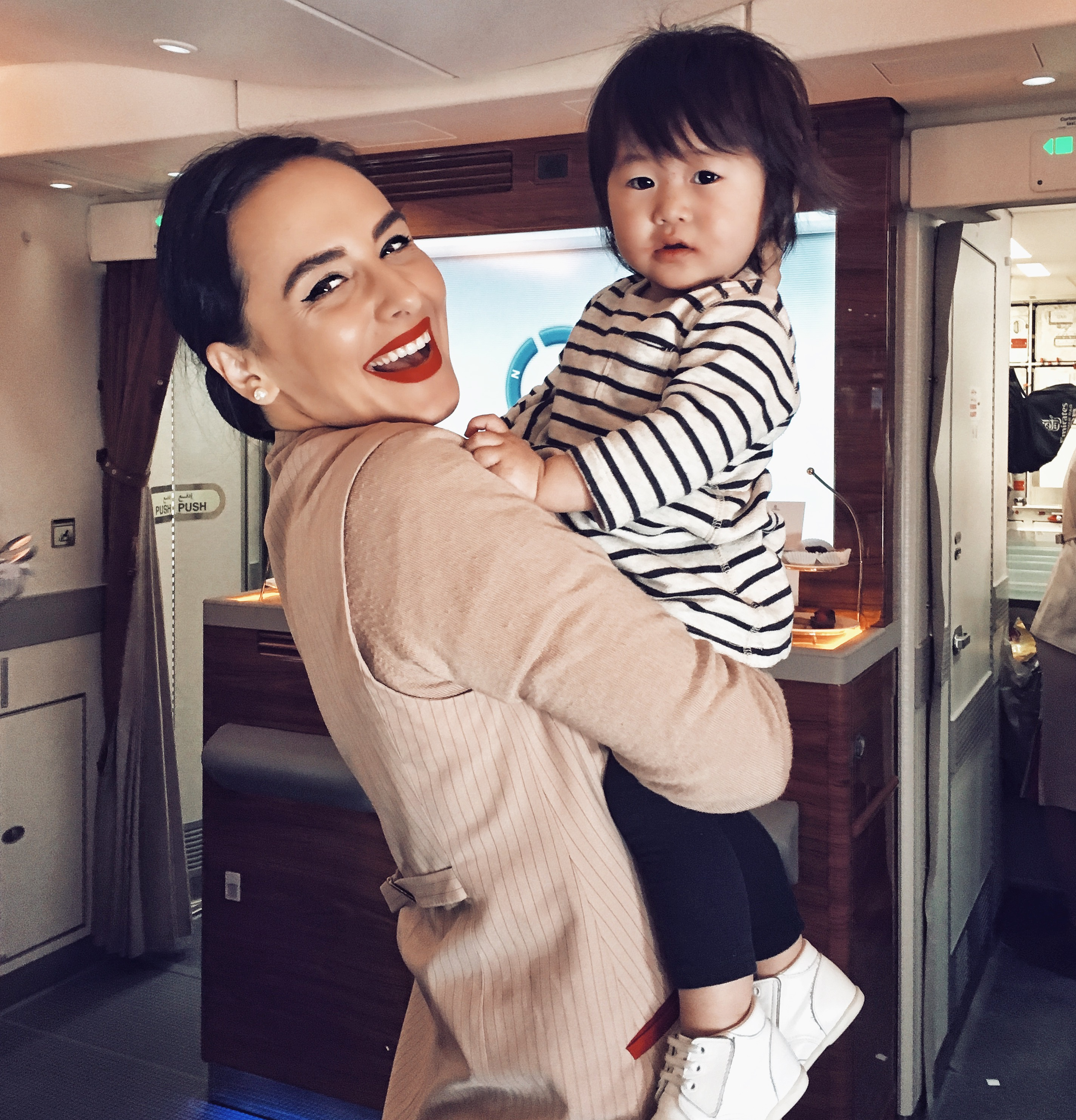 Interviu cu Andra Contiu – stewardesa la Emirates 2