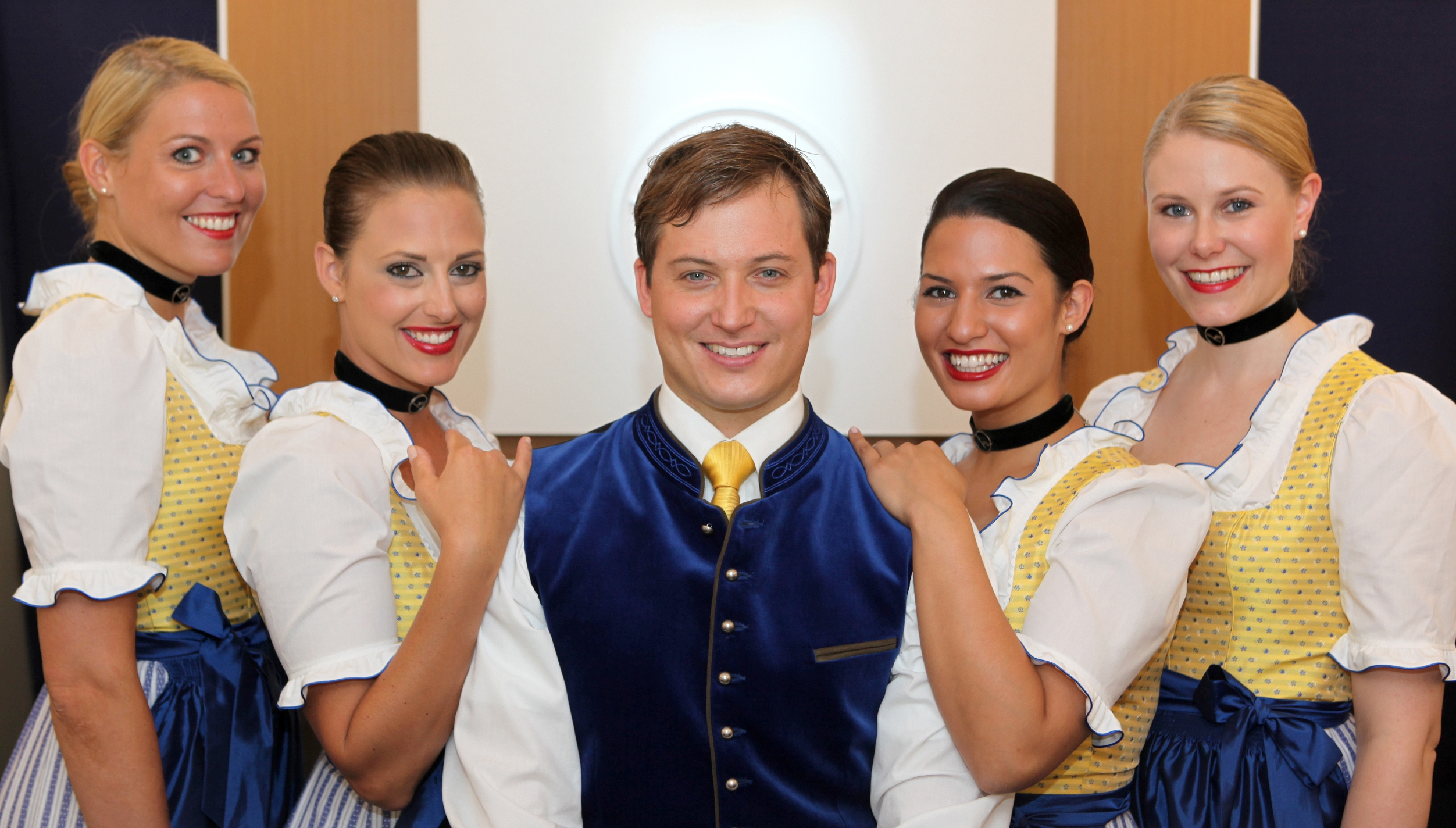 Lufthansa-stewardess-in-costume