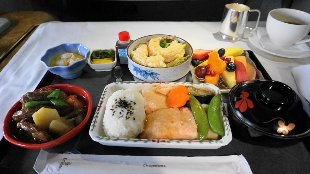 Ce mananca stewardesele si pilotii pe timpul zborului